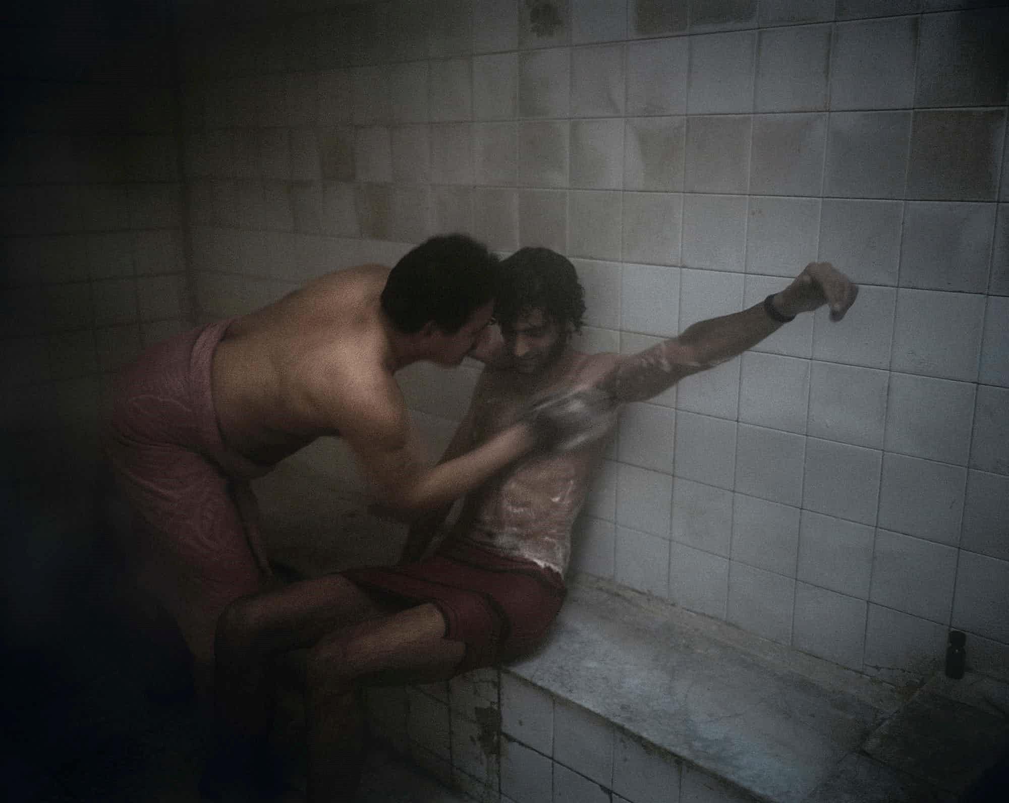 Чуттєві та відкриті. Іранські геї показали своє життя у відвертій фотосесії