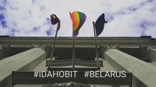 Білорусь розкритикувала Британію через прапор ЛГБТ на посольстві у Мінську