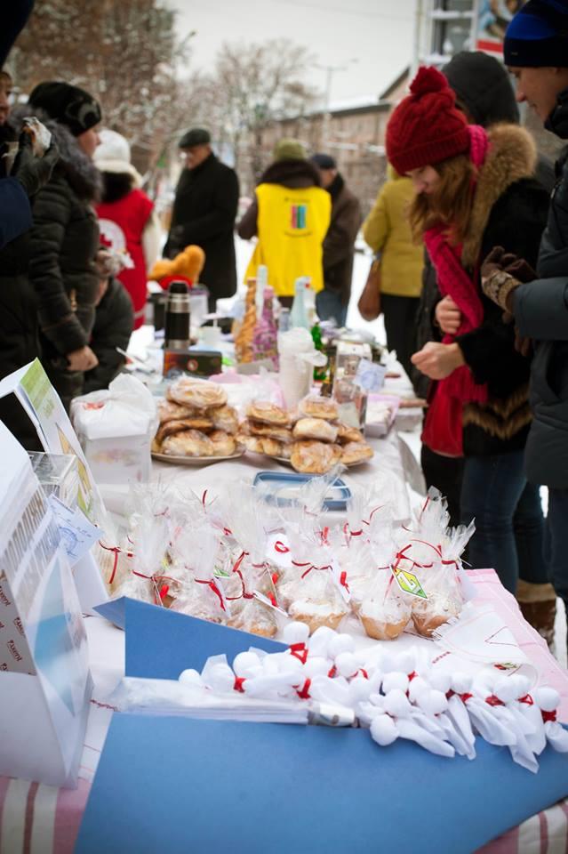 Благотворительная барахолка ко Дню солидарности с ВИЧ-позитивными людьми (фотоотчет)