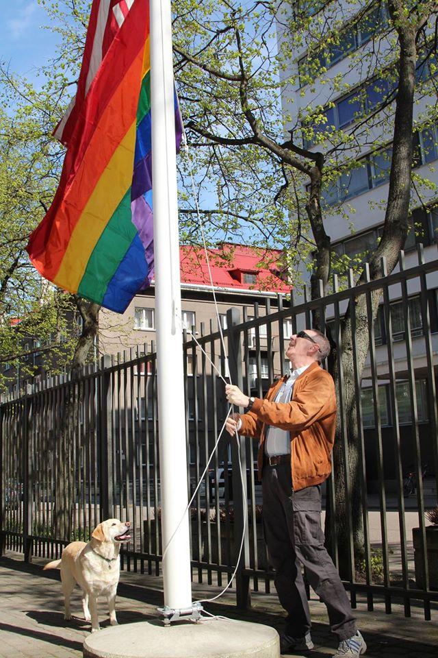 Посольство США в Эстонии вывесило радужный флаг