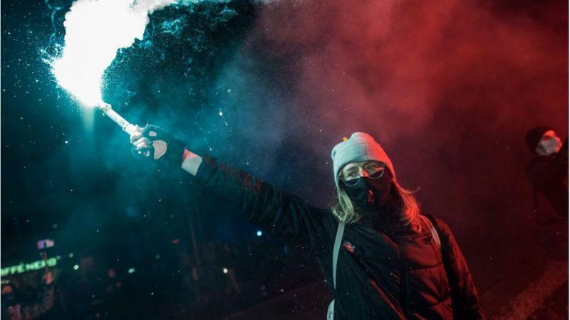 Заборона на аборти розколола Польщу. Чим закінчаться протести