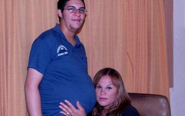 В Аргентині одружилися вагітний чоловік та його подруга-транссексуалка