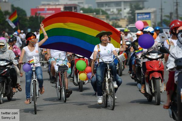 Вьетнам отменил запрет на однополые браки