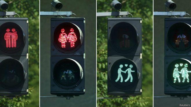 У Відні замінили одиноких пішоходів на сигналах світлофорів на пари
