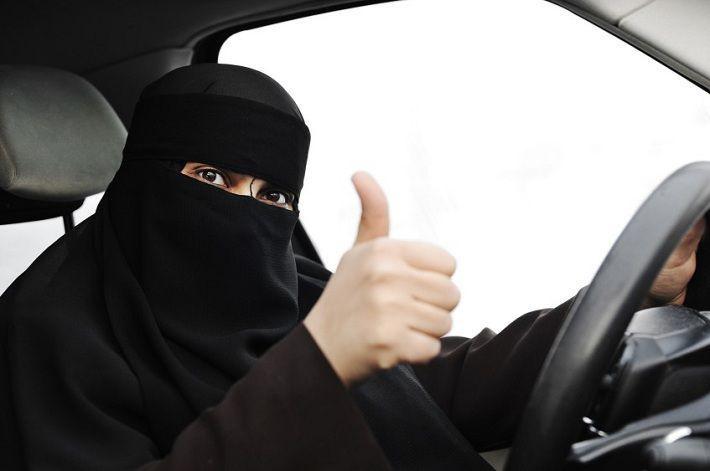 Женщинам в Саудовской Аравии разрешат садиться за руль. Через год