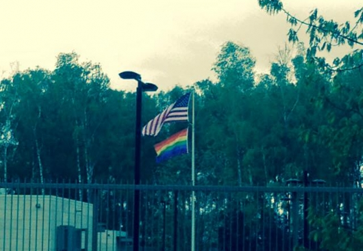 Посольство США в Латвии подняло радужный флаг в честь гей-фестиваля