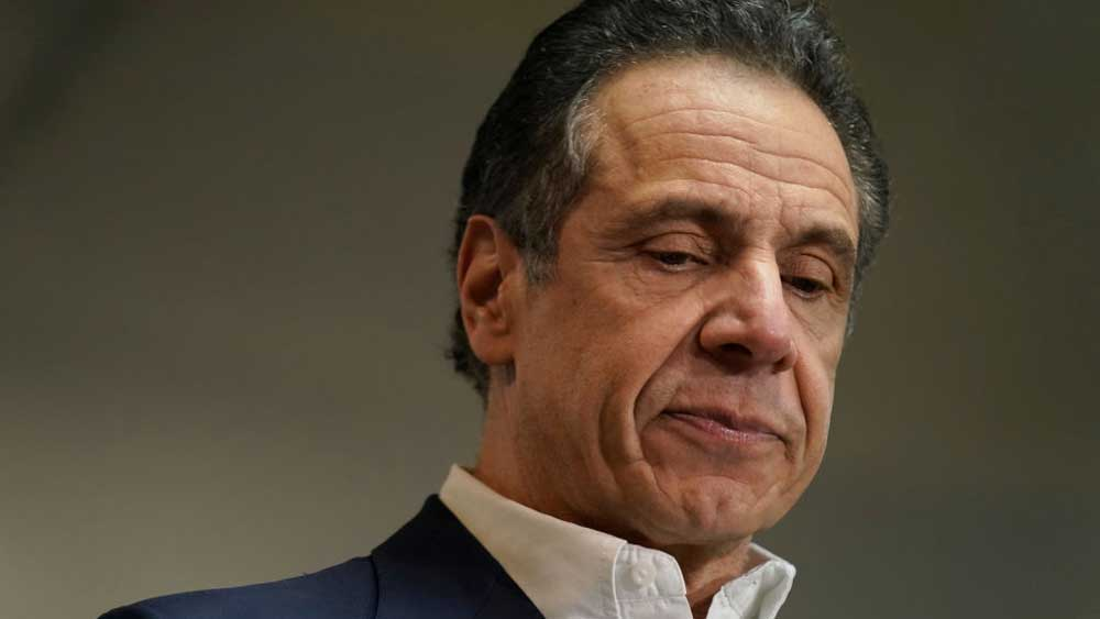Мацав, цілував і давав непристойні коментарі: губернатора Нью-Йорку звинуватили у сексуальних домаганнях. Він заперечує
