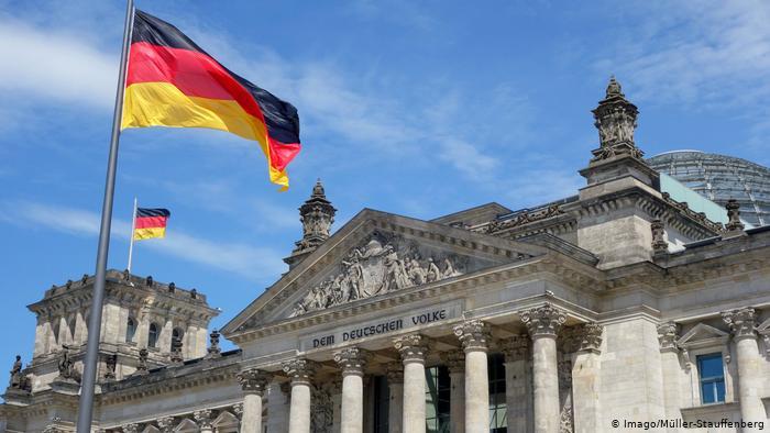 Німеччина виплатить по 3000 євро компенсації геям-військовим, які через свою орієнтацію зазнали дискримінації