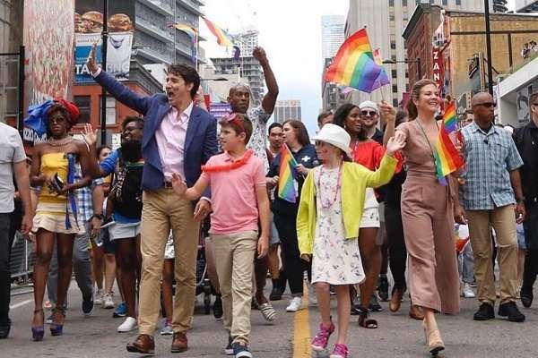 Прим'єр Канади разом із дружиною та дітьми взяв участь у гей-параді