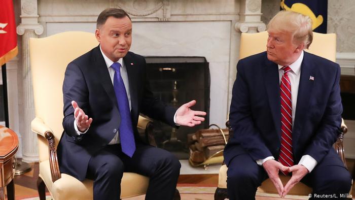 Трампа закликали скасувати зустріч з Дудою у Білому домі і відзначили, що той порівняв ЛГБТ спільноту з комунізмом