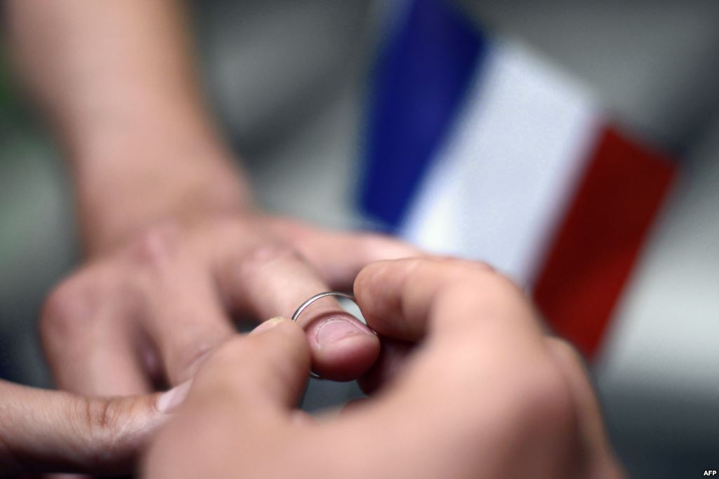 Во Франции впервые официально развелась гей-пара