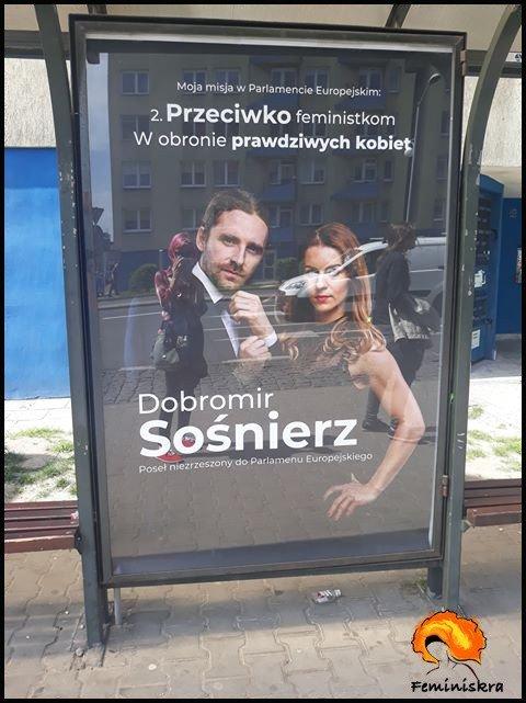 """Польський євродепутат почав кампанію з лозунгом """"на захист справжніх жінок"""""""