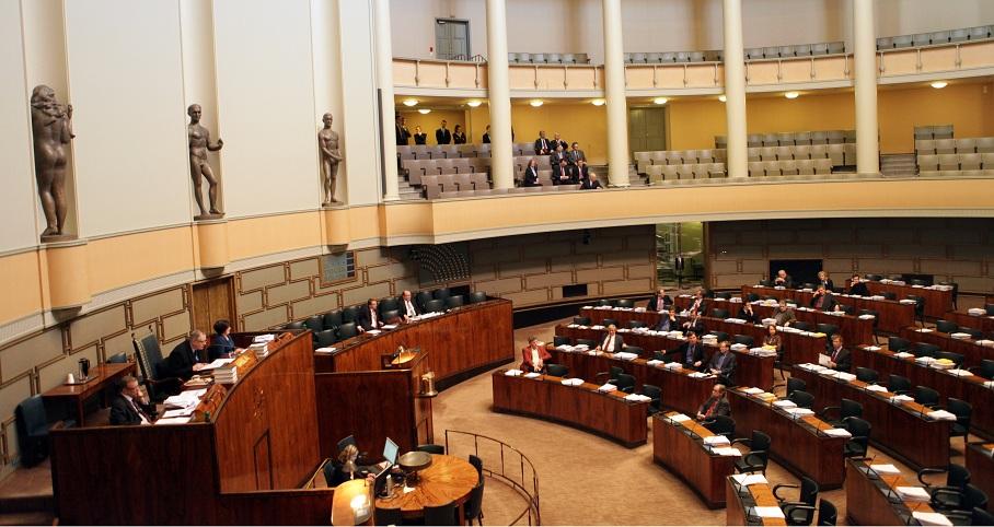 """Парламент Финляндии узаконил однополые браки """"отныне и навсегда"""""""