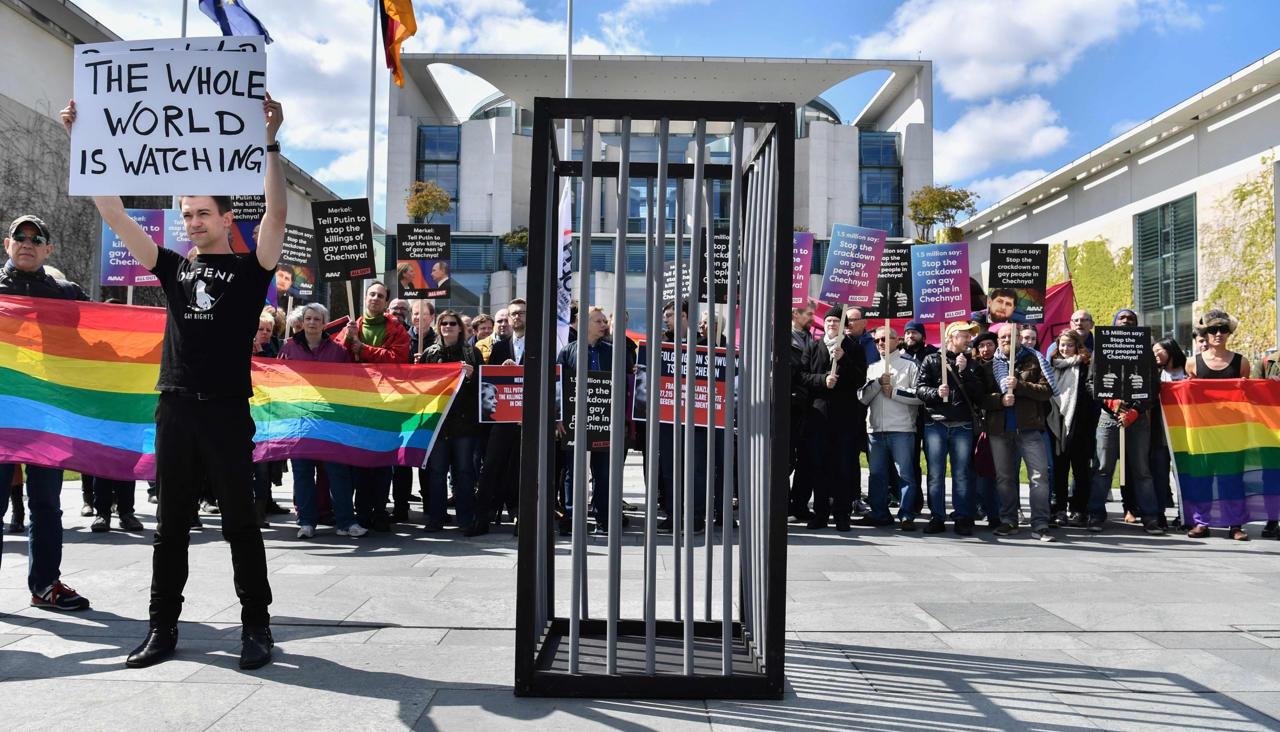 Журнал Time рассказал историю первого открытого гея из Чечни. Он живет в Германии, и его хотят депортировать