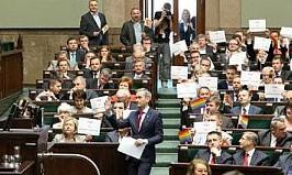 Polen-Parlament-Regenbogenfahnen-e1358170162987