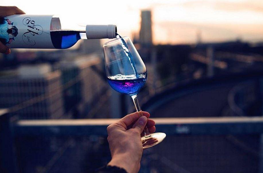 Блакитне вино: черговий гей-парад у Амстердамі подарував світу новий тренд
