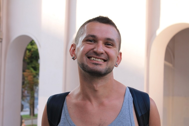 """Віктор Пилипенко, батальйон """"Донбас"""", гей: По мені стріляли танки, тож зеленки не боюся"""