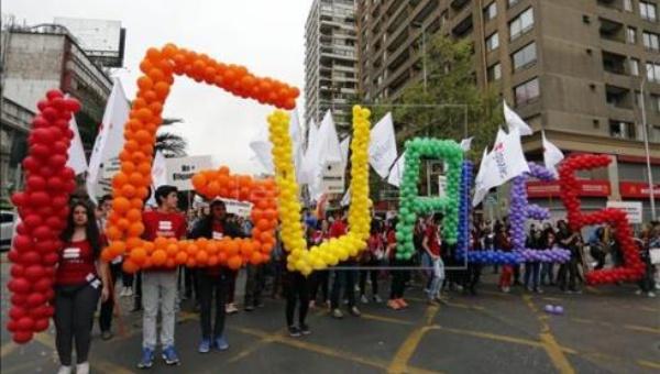ЛГБТ-спільнота Чілі багатотисячним маршем заявила про свої права