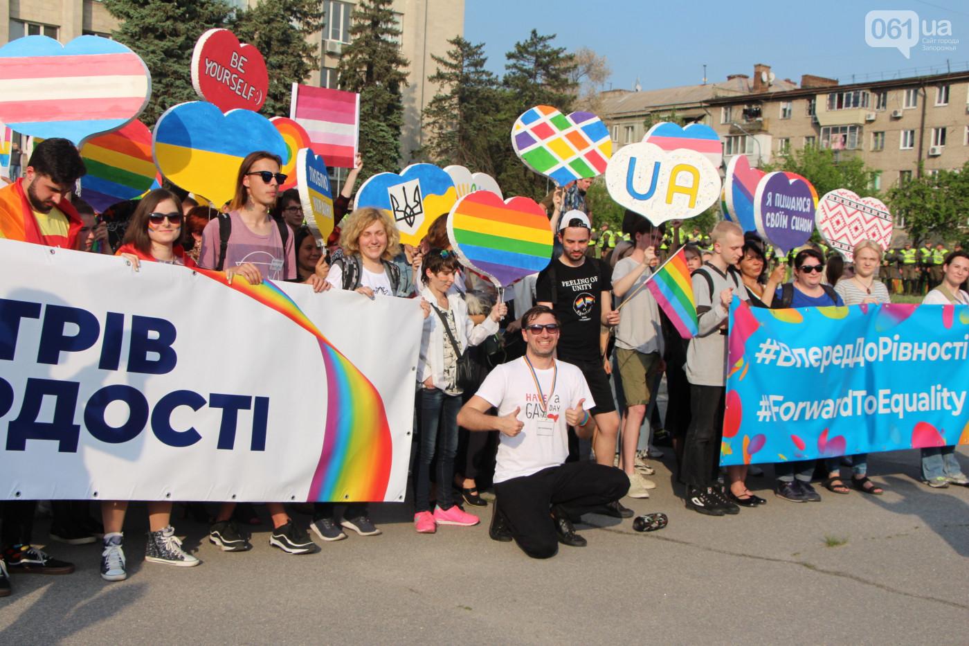 Сто метрів заради рівних прав для кожного та кожної: Веселковий Флешмоб об'єднав активістів та активісток у Запоріжжі