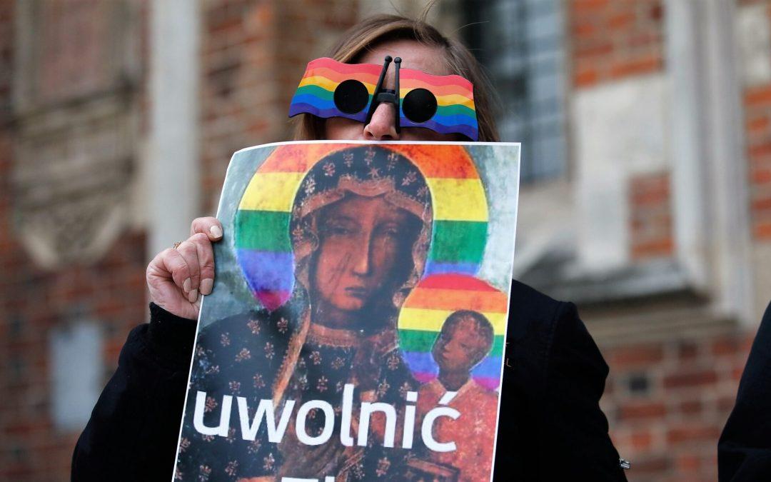 Польський суд виправдав активісток у справі зображення Богоматері з німбом у кольорах ЛГБТ