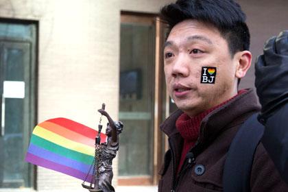 Гей из Китая отсудил 560 долларов за лечение электричеством
