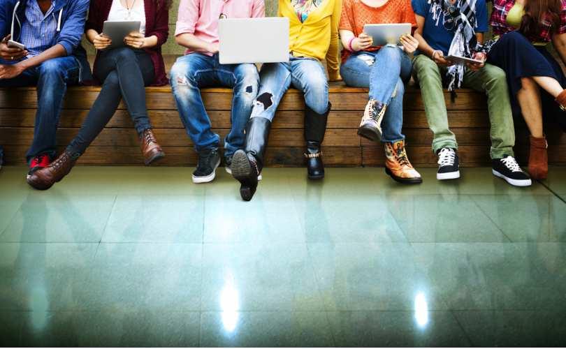 Более половины молодых людей не считают себя абсолютно гетеросексуальными